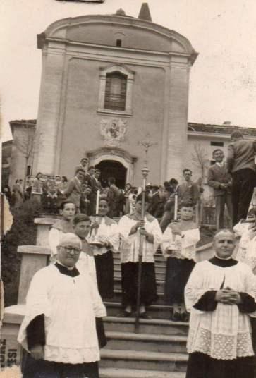 Fornio-La Chiesa di San Lorenzo durante una funzione religiosa - Anni '60